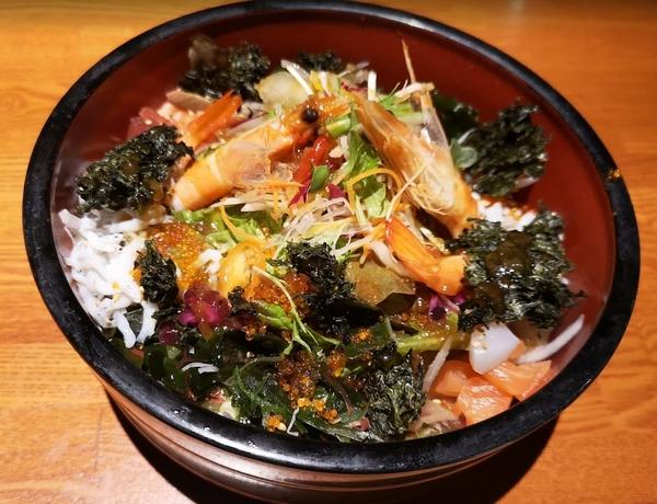 磯で楽の海鮮サラダ