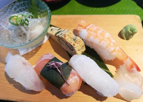磯で楽の寿司